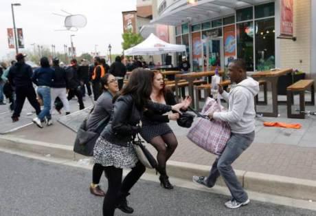 baltimore-riot-purse-snatcher